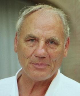 Dr,  med. mag. theol. Ryke Geerd Hamer
